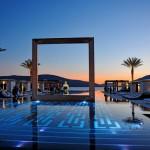 Puro Oasis i Palma erbjuder poolhäng, middagar och nattklubb vid havet